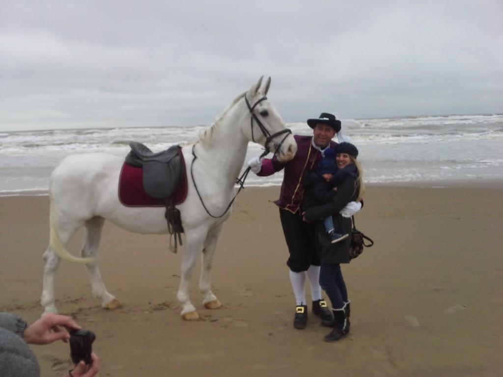 Huwelijks aanzoek met wit paard