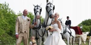 Trouwkoets tijdens bruiloft in Hilverum
